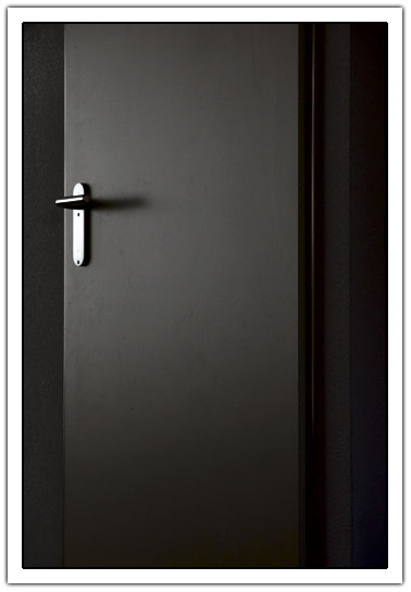 Closed door (20kb)